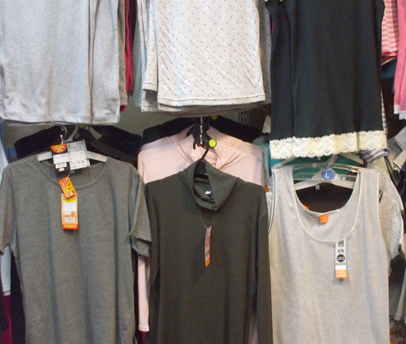 100 yen shop shirts selection